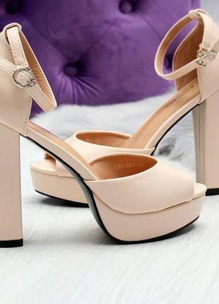 Босоножки на высоком каблуке пудрового цвета