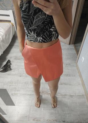 Шикарные персиковые атласные шорты юбка на запах