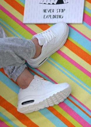 Белые женские кроссовки кросівки жіночі  в стиле nike