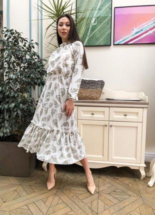 Молочное платье миди с перьями