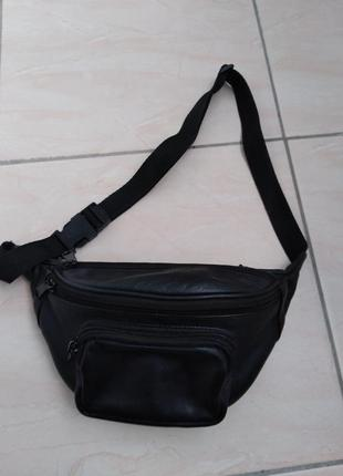 Кожаная  сумка  на  пояс.
