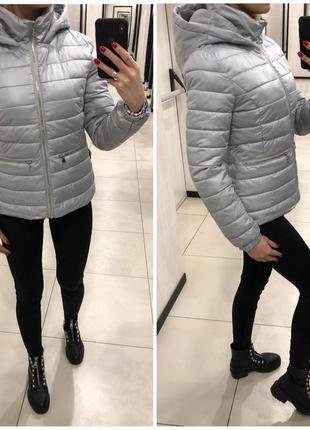 Демисезонная куртка на синтепоне серая курточка. mohito. размеры уточняйте.
