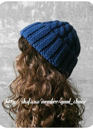 Хлопковая шапка с отворотом/с косами цвета кобальт (синий джинс)