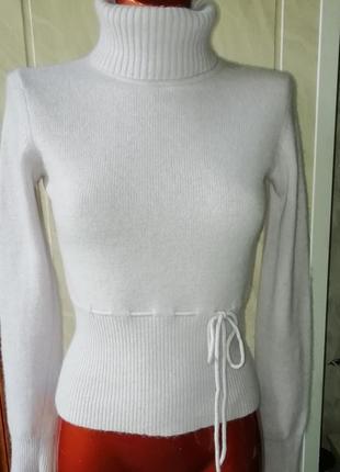 Великолепный свитер mango , супер качество, в составе шерсть и ангора