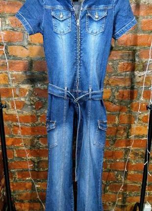 Джинсовый брючный комбинезон из денима с накладными карманами4 фото
