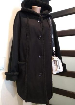 Натуральная шерсть.шикарное черное пальто с капюшоном