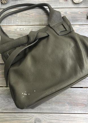 Кожаная мягкая сумка бочонок на плечо с элементами swarovski