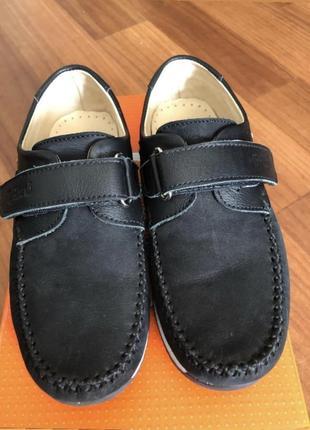 Продам замшевые туфли на мальчика 32 размер