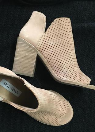Невероятно стильные открытые ботильоны ботинки босоножки с перфорацией размер 39