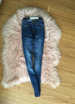 Базовые джинсы скини высокая посадка