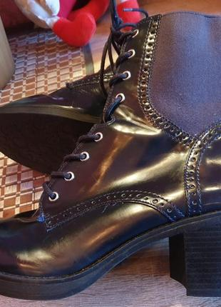 Лакові черевички