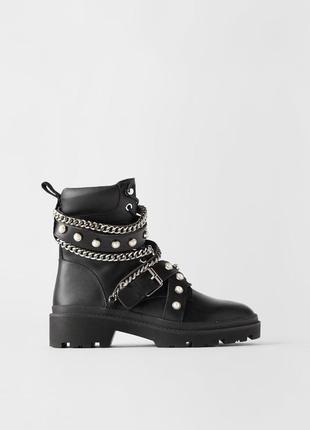 Zara актуальные ботинки с ремешками и цепями(натур.кожа)