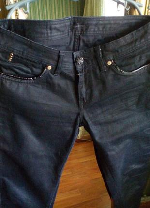Классические джинсы черного цвета