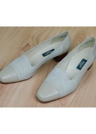 Кожаные бежевые туфли bally швейцария 40-41р. 26,5 см.