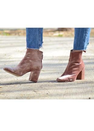 Розовые \ бежевые бархатные  на высоком каблуке  ботинки, ботильоны\ 36p-p \