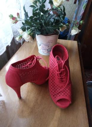 Красные босоножки ботильоныxti с открытым носком перфорацией