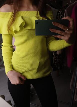 Лимонный крутой свитер на плечи next