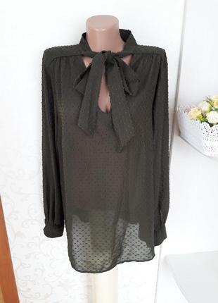 Блуза цвета хаки с бантом. блуза в горошек.