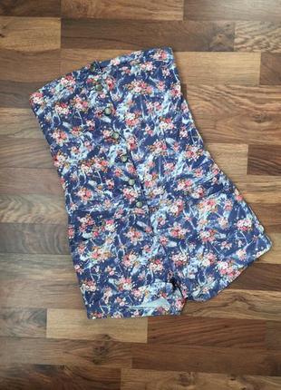 Стильный джинсовый ромпер в цветочный принт