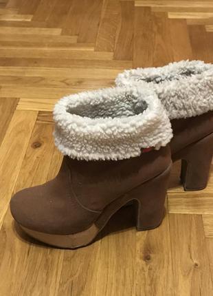Демисезонные ботинки на каблуке1 фото