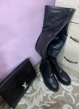Шикарные демисезонные чёрный ботфорты, высокие кожаные сапоги