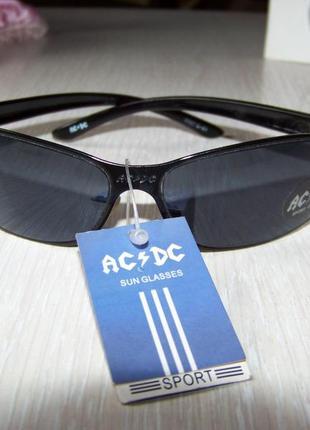 Солнцезащитные спортивные очки с черной дымчатой линзой ac/dc