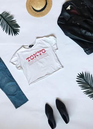 Классный белая короткая футболка кроп топ от new look.