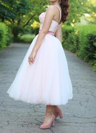 Выпускное платье нежно розового цвета. длина миди