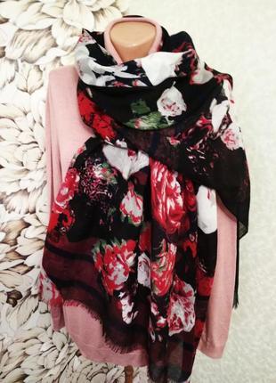 Шарф, шаль, палантин в крупные цветы. 1+1= 50% скидки на 3ю вещь.