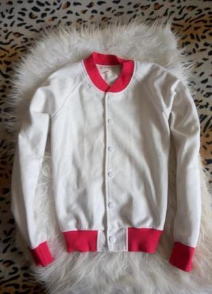 Яркий бомбер свитшот с принтом рисунком на спине белый розовый авиатор куртка