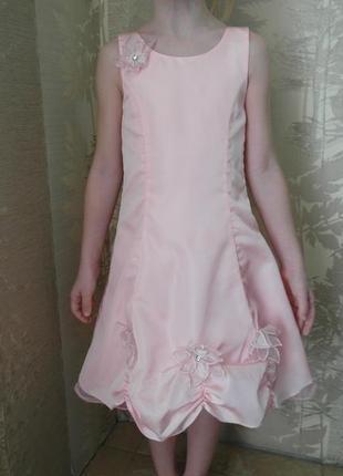 Атласное нарядное платье 4-5 лет.