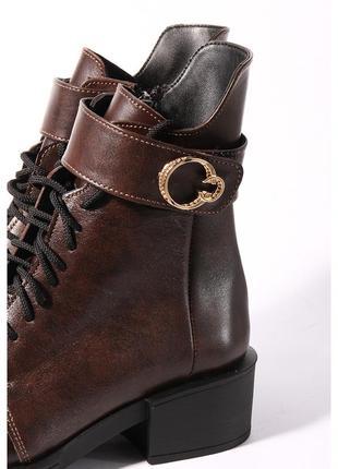 Кожаные коричневые ботинки на каблуке2 фото