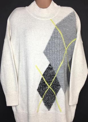Теплый вязаный свитер с интересной комбинированной вязкой