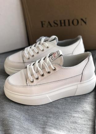 Белые кроссовки из натуральной кожи, мокасины