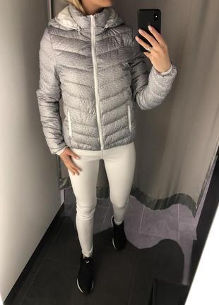 Тёплая куртка на синтепоне серая стёганная курточка. amisu. размеры уточняйте.