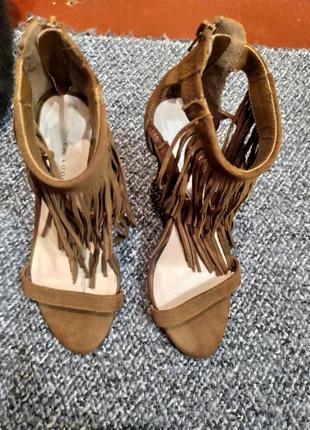 Босоножки на каблуке женские1 фото
