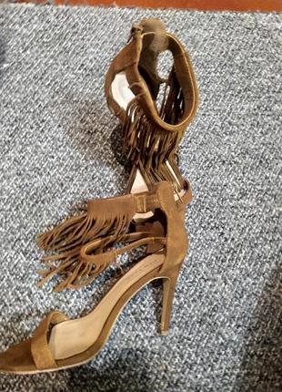 Босоножки на каблуке женские2 фото