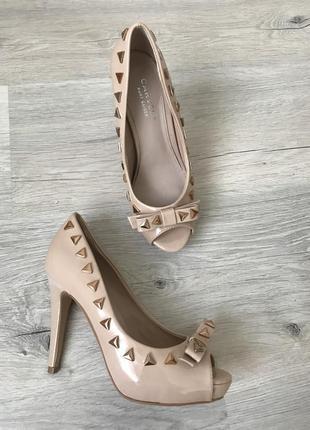 Шикарные туфли с шипами