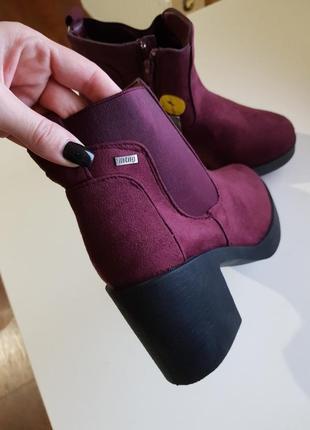 Фирменные ботинки сапожки mustang испания оригинал на толстом каблуке4 фото
