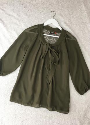 Блузка с ажурной спинкой и бантом хаки only