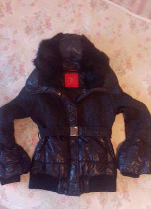 Бомбезная модная куртка с меховым воротником