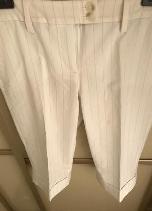 Очень красивые белые шорты в полоску
