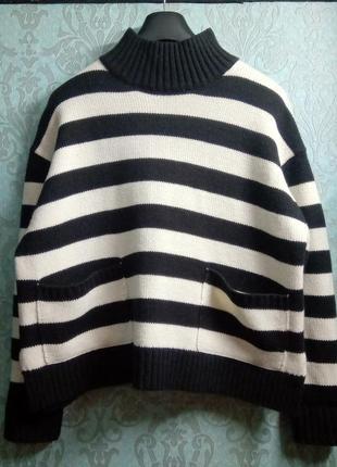 Полосатый свитер под горло