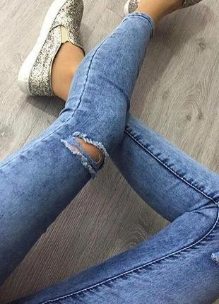 Джинсы скинни варенки с прорезями на коленях размер 16
