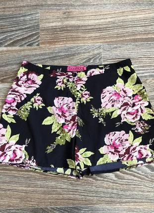 Черные шорты шортики в цветочный принт цветы цветочки розы розочки от boohoo