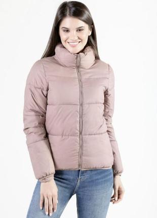 Базовая пудрово-розовый куртка. дутая пудровая куртка на замке. хс-м