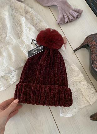 Велюровая бордовая шапка