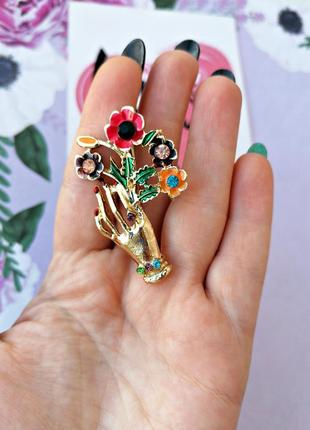 Элегантная брошь рука с букетом/цветы/золотой/разноцветный/новая коллекция2020