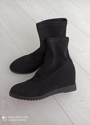 Стильные ботинки носки эконубук на танкетке
