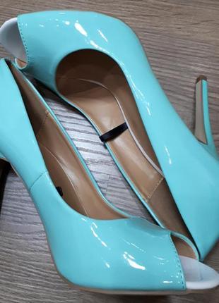 Новые лаковые туфельки на высоком каблуке centro